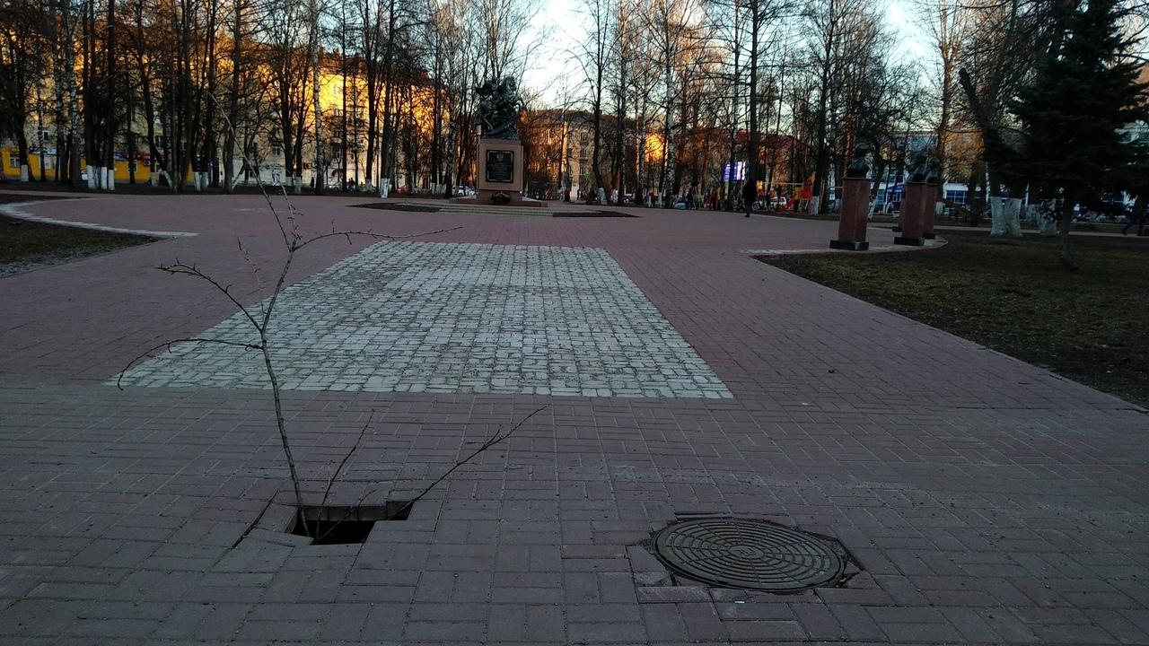 Мэрия отреагировала на сообщения о провале плитки в центре Ярославля