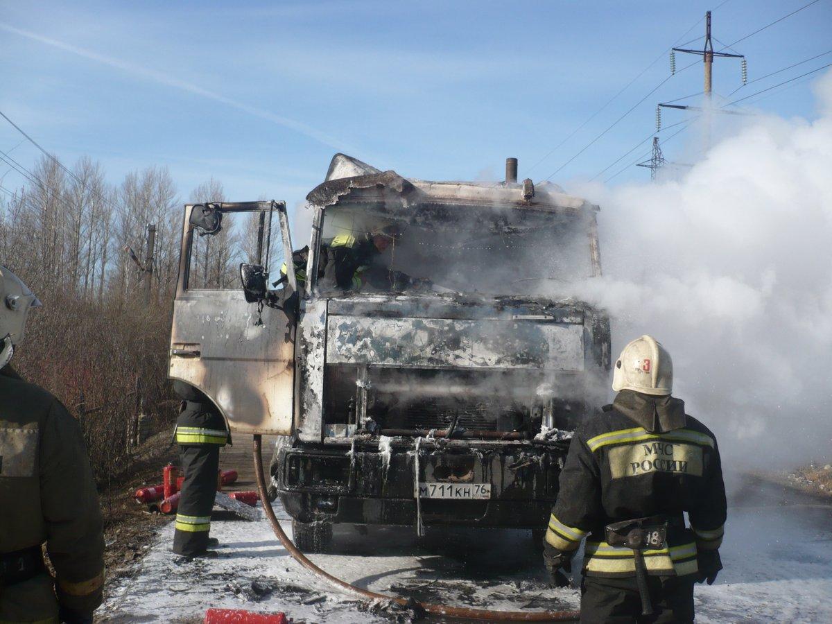 Утром в Ярославле сгорела фура