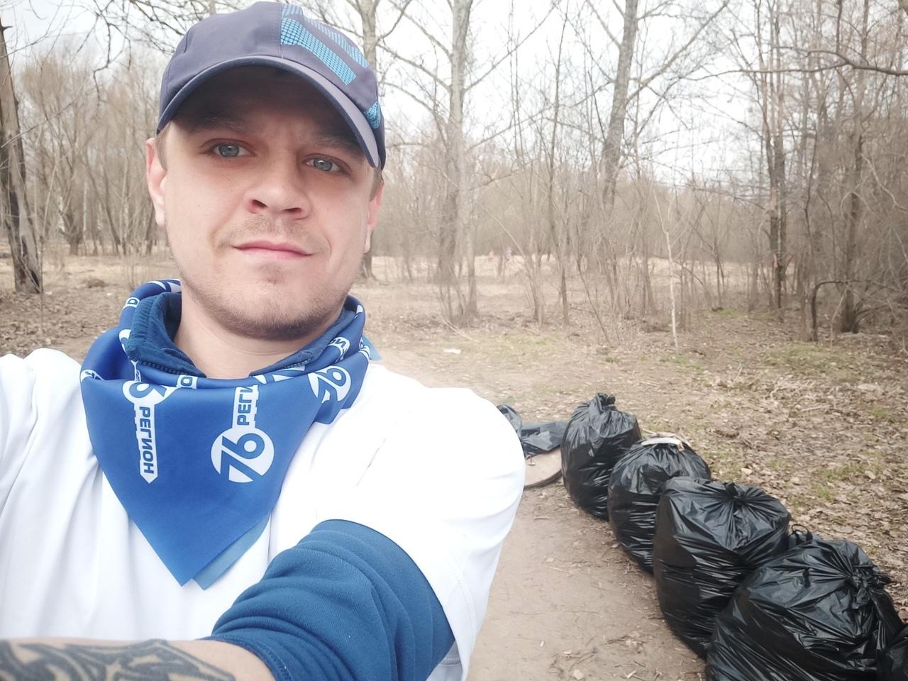 Ярославец в одиночку убрал целый парк