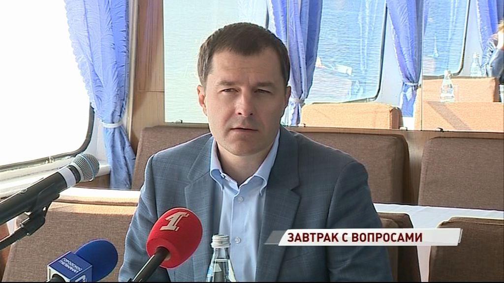 Владимир Волков провел пресс-завтрак на теплоходе