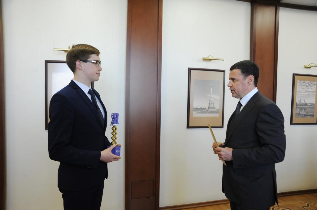Дмитрий Миронов поздравил победителя всероссийской олимпиады «Я – профессионал»