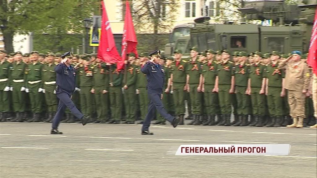 На Советской площади состоялась генеральная репетиция парада