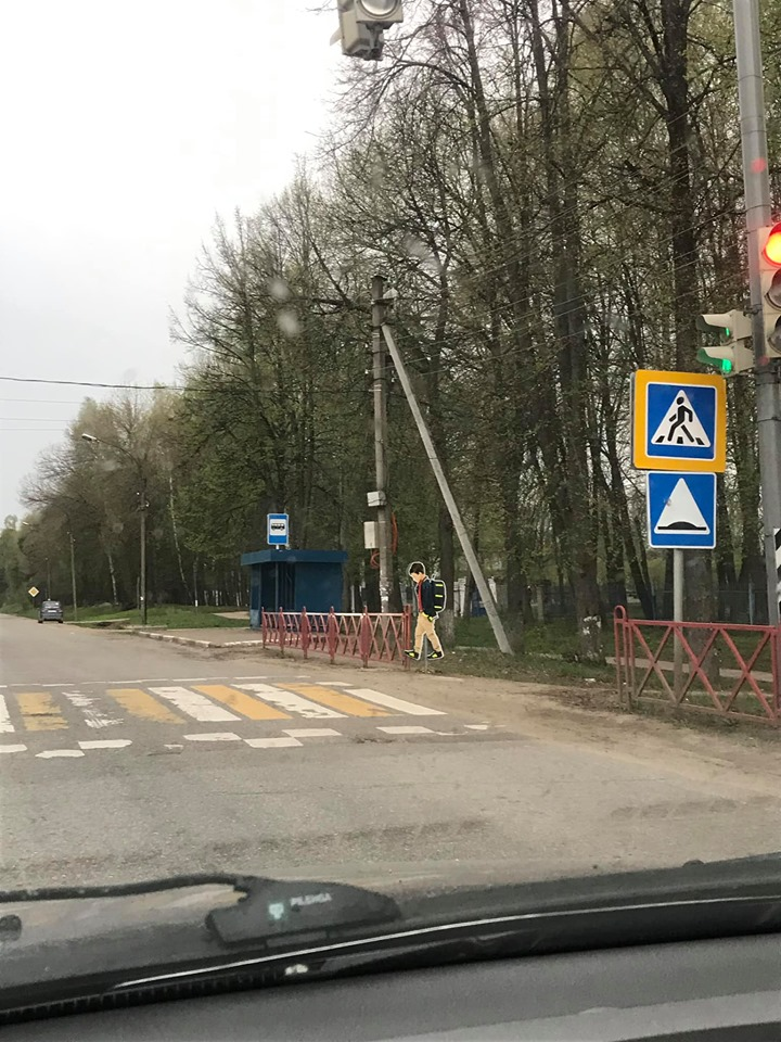 В Ярославле испортили дорожный знак для безопасности пешеходов