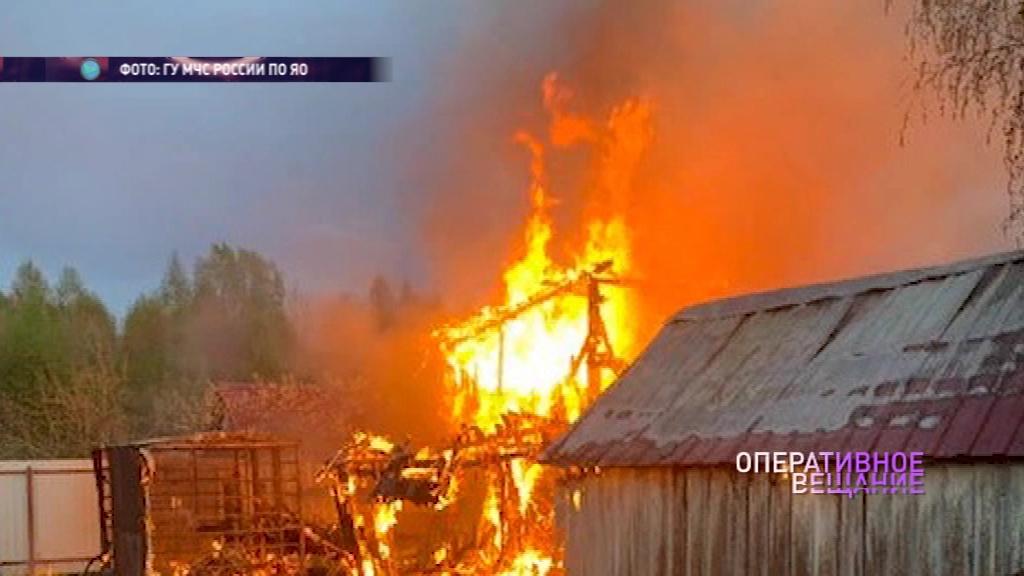 В Некоузском районе несколько часов тушили дачный дом
