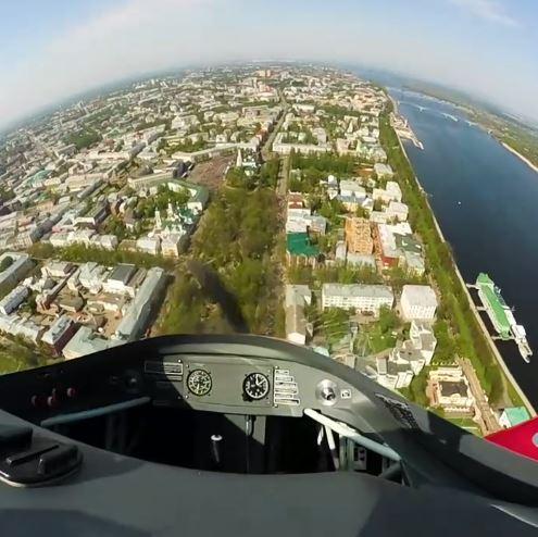 Губернатор Дмитрий Миронов опубликовал невероятное видео из кабины самолета во время полета над Ярославлем