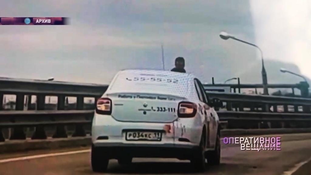 Буйному пассажиру, изрезавшему таксиста, предъявили обвинение