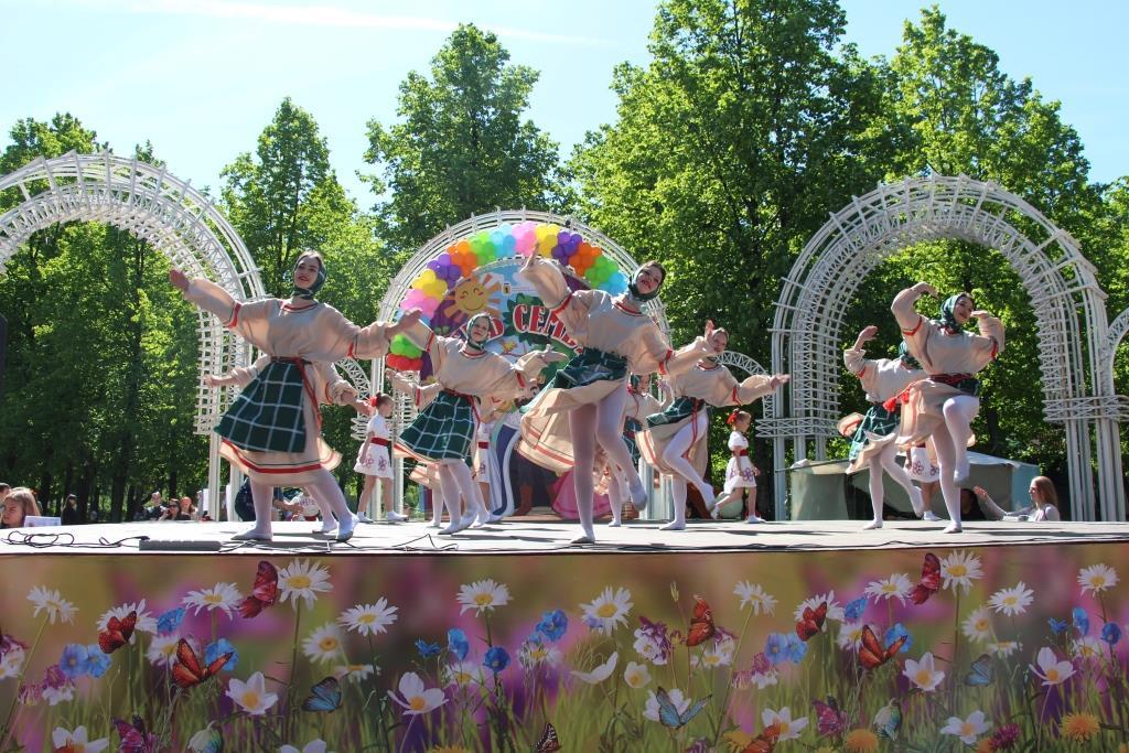 """Более трех тысяч человек приняли участие в празднике """"День семьи"""""""