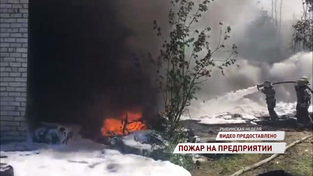 В Рыбинске на коммунальном предприятии вспыхнул пожар: названы причины