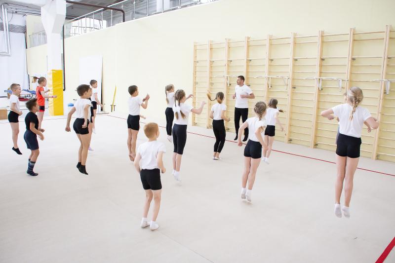 В Ярославле сотрудники полиции провели для детей «Зарядку со стражем порядка»
