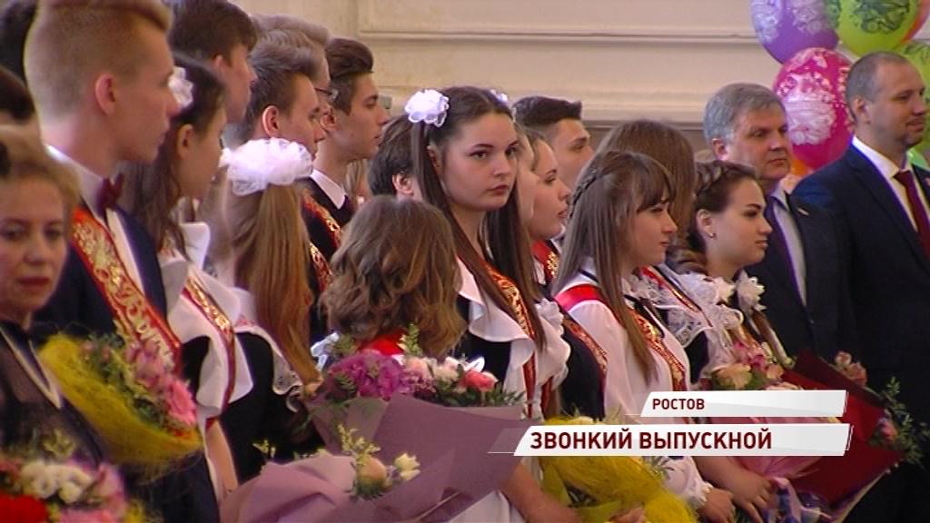 По Ярославской области звенят последние звонки: как проводили во взрослую жизнь выпускников