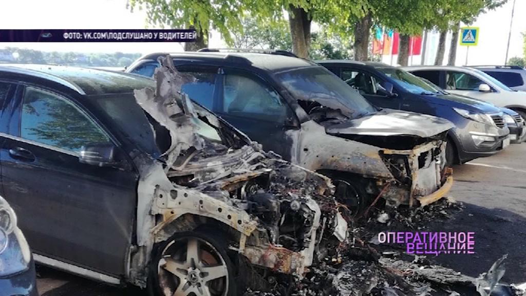 Неизвестные подожгли несколько машин на Волжской набережной