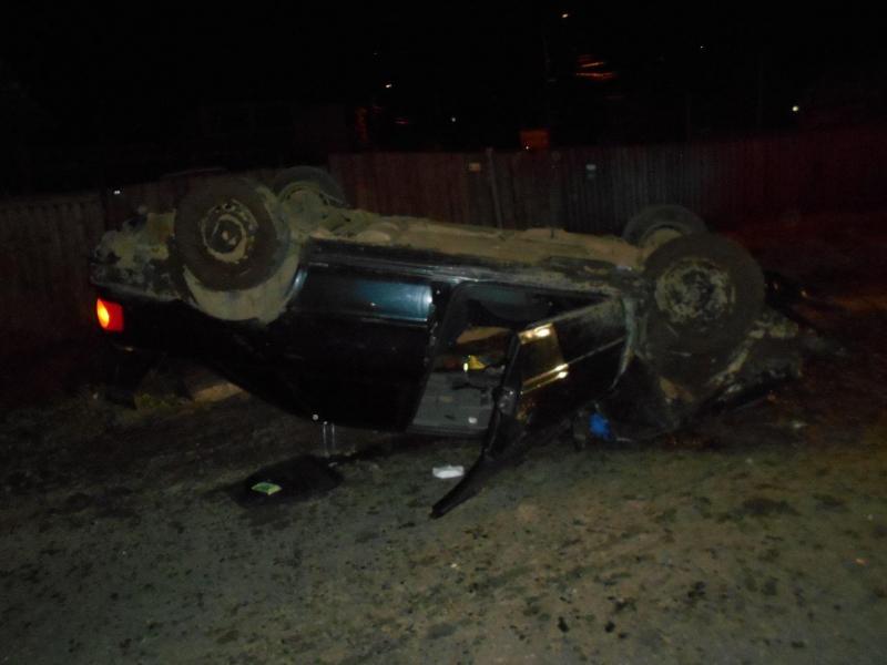 В Угличе перевернулась иномарка: есть пострадавшие