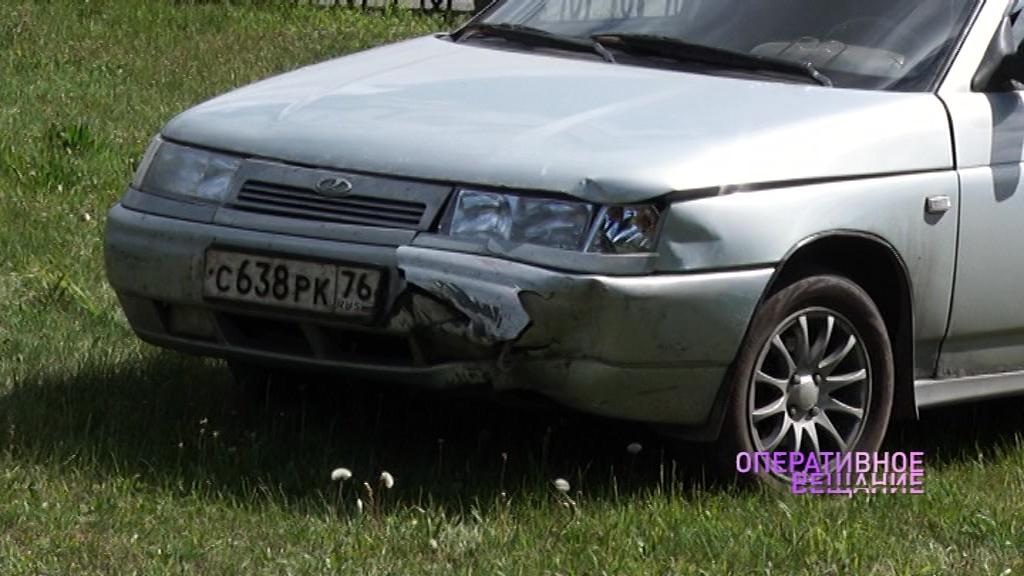 На проспекте Авиаторов легковушка чуть не влетела в памятник: водитель мог быть пьяным