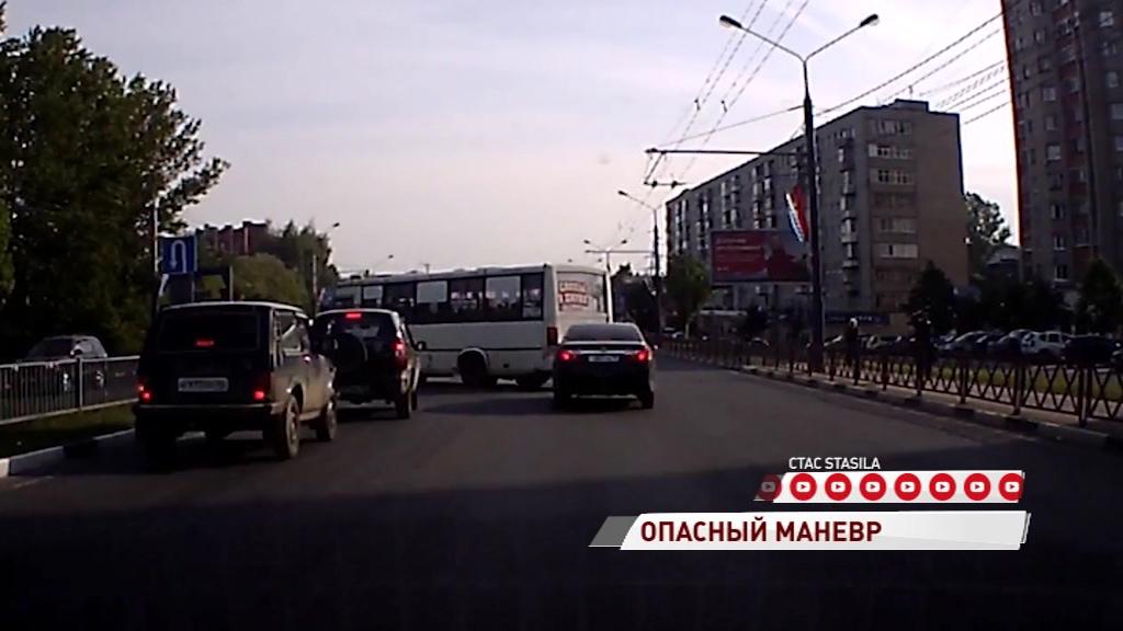 ВИДЕО: Водитель маршрутки подрезал несколько авто, чтобы не стоять в пробке