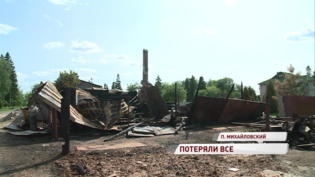 Огонь уничтожил все: две семьи остались без вещей, денег и документов после пожара