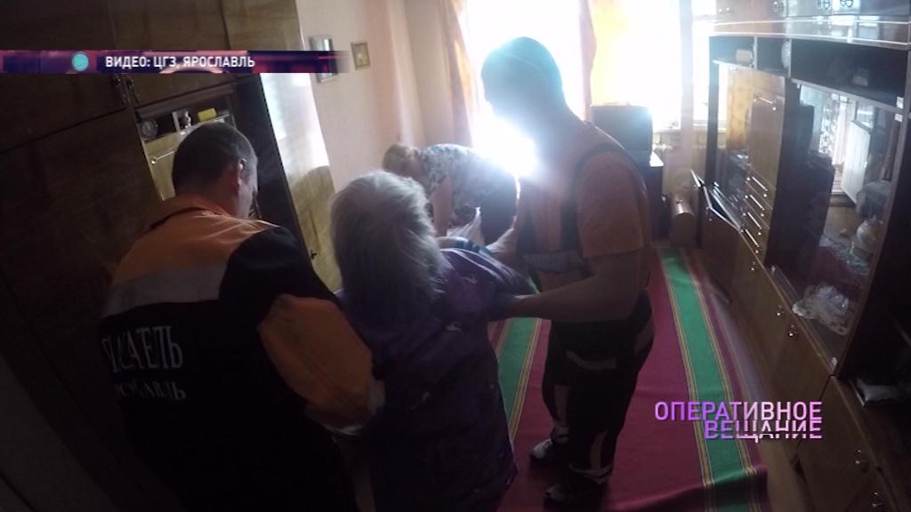 Сотрудники ЦГЗ помогли поскользнувшейся бабушке