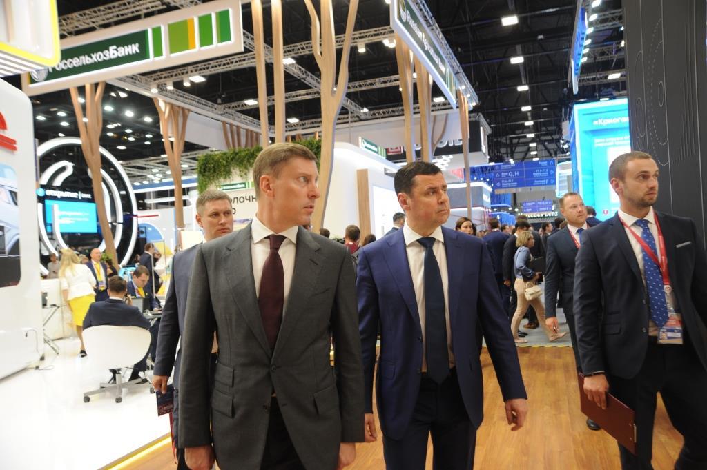 Дмитрий Миронов на ПМЭФ-2019 с руководством крупнейшей компанией обсудили перспективы развития и повышение прозрачности пивоваренного рынка