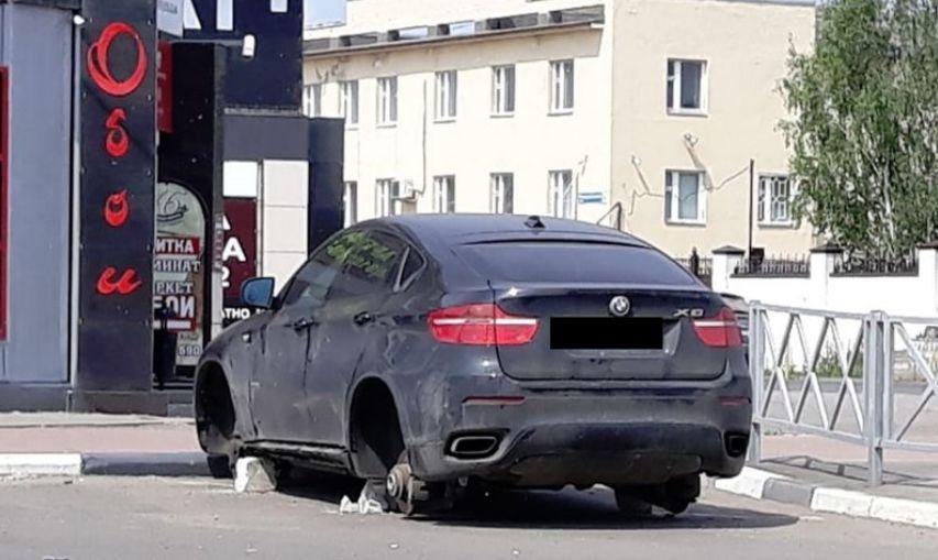 В Ярославле ищут владельца «БМВ» без колес