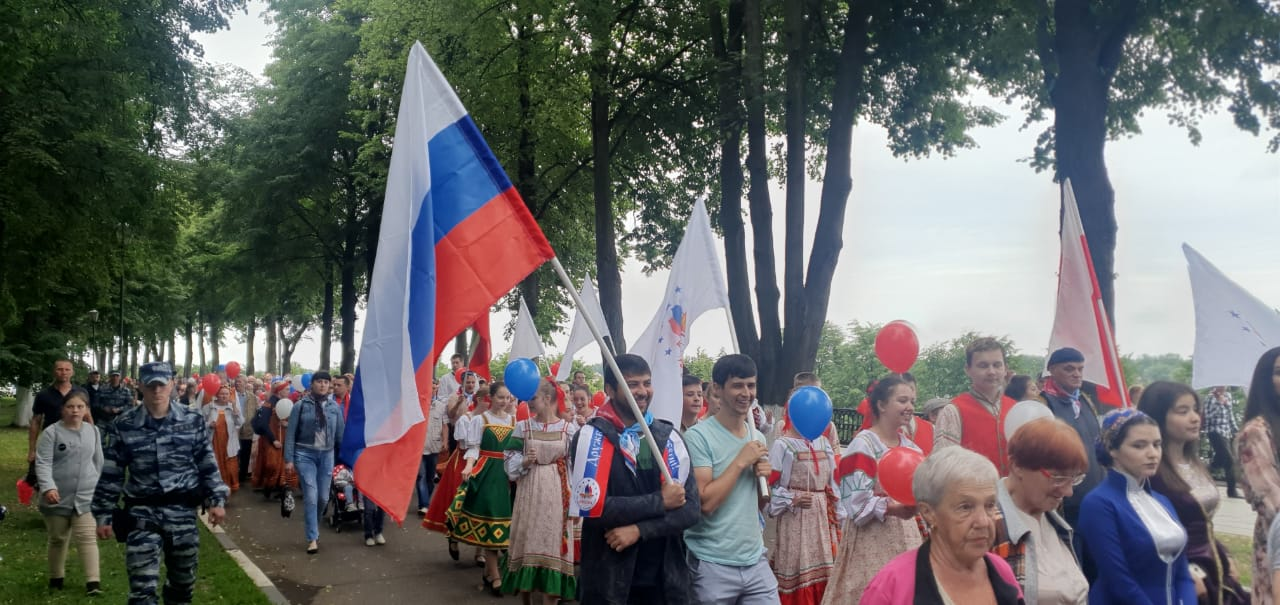 В День России по центру Ярославля прошел «Парад дружбы»