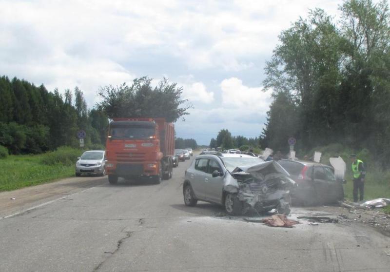 Под Гаврилов-Ямом столкнулись две легковушки: двое пострадавших