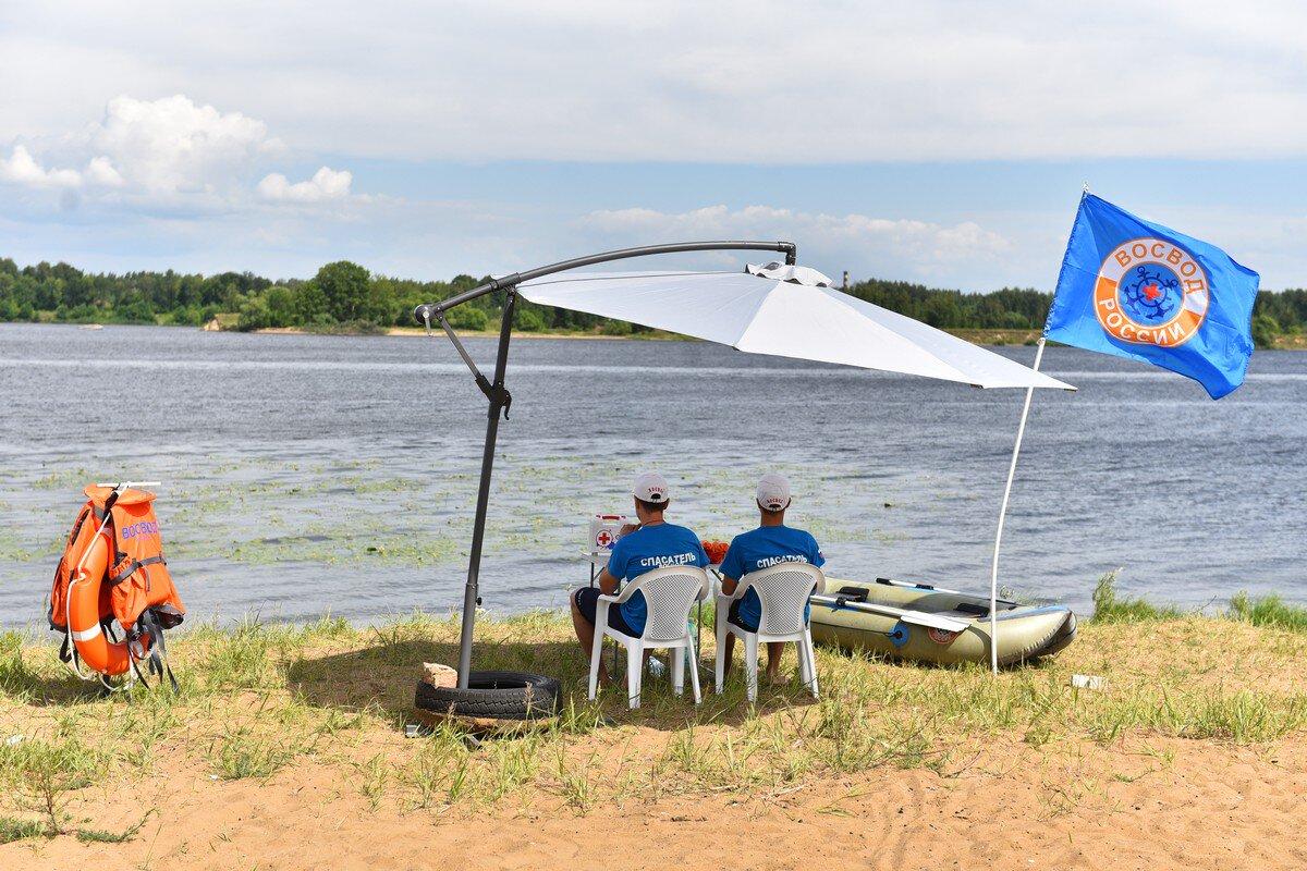 На трех неофициальных пляжах Ярославля появились спасательные посты