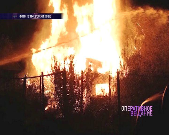 Несколько домов в Ярославской области сгорели дотла