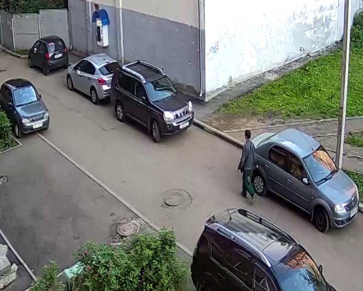 В Ярославле задержали автовандала, поцарапавшего машины в Брагине