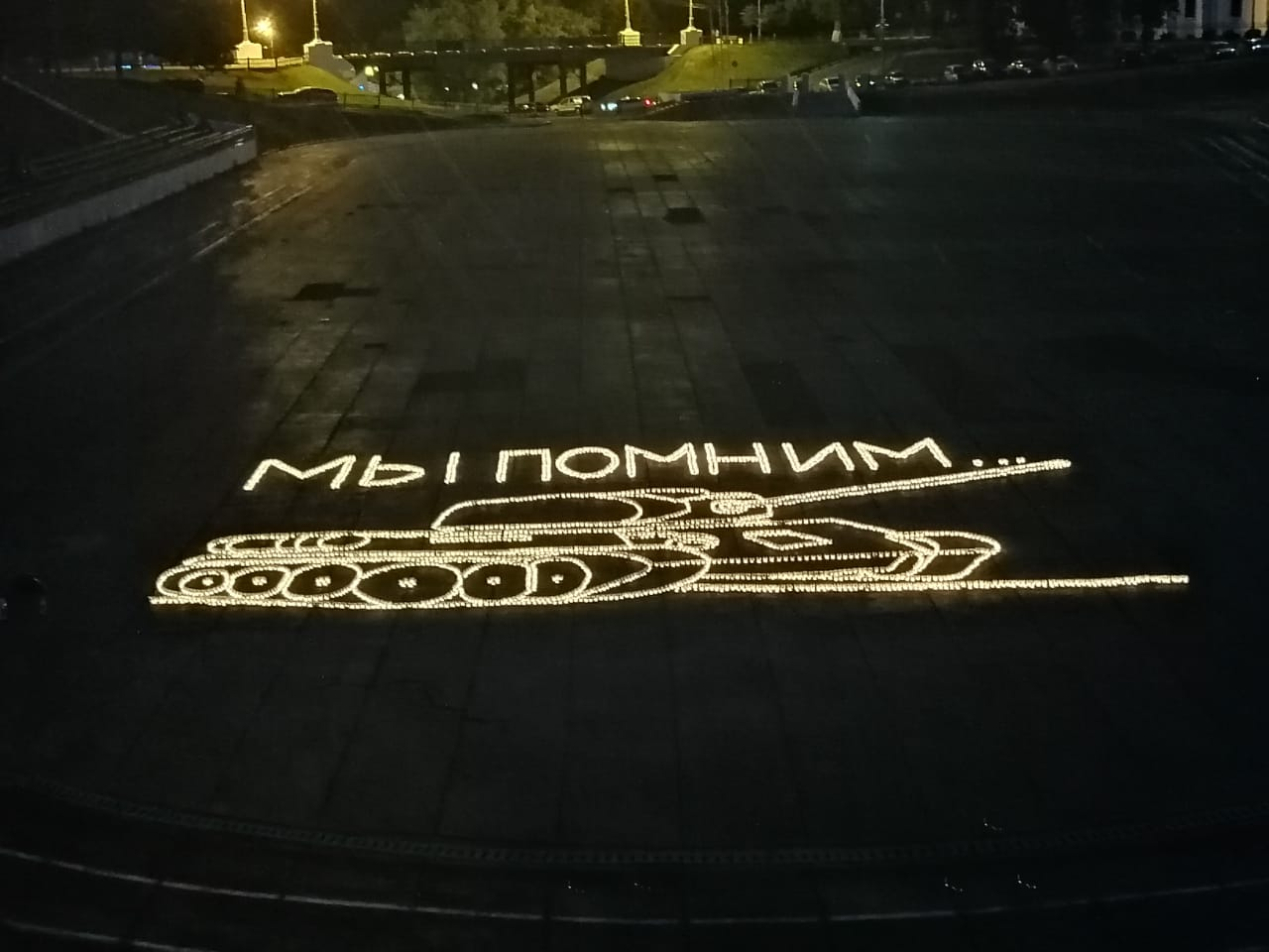 В центре Ярославля появился танк из свечей