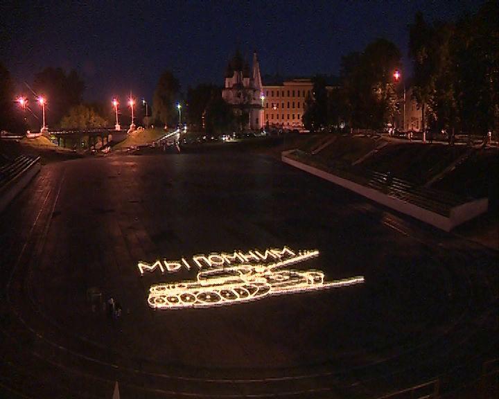 На Спартаковце в День памяти и скорби выложили танк Т-34 из пяти тысяч свечей