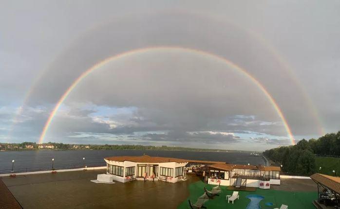 Ярославцев поразила необычная двойная радуга над городом
