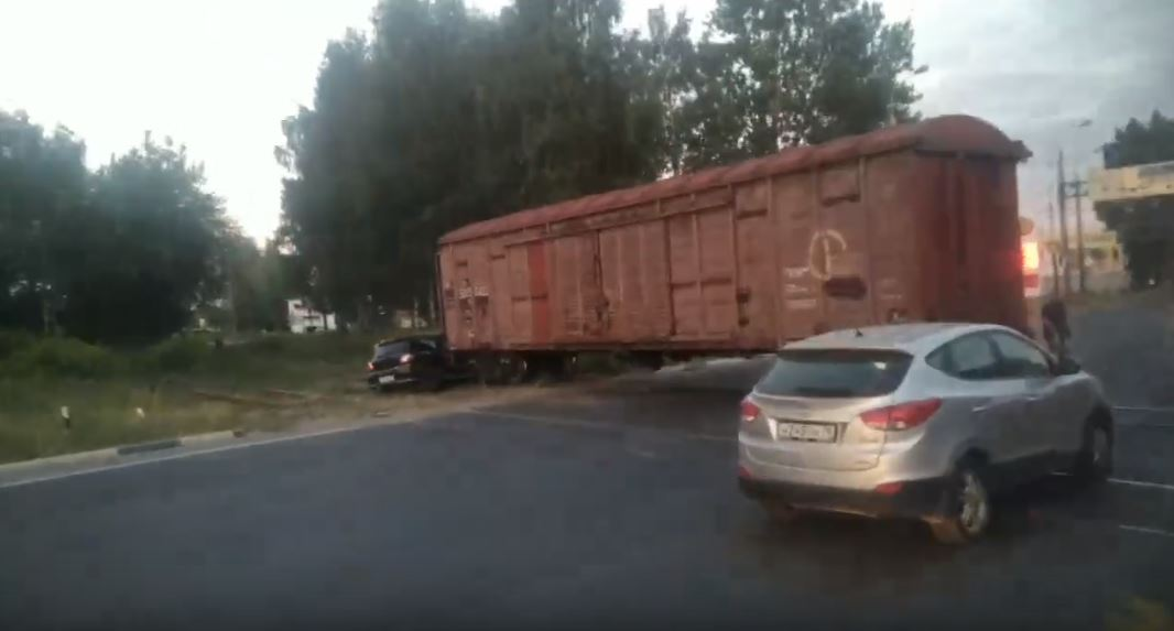 В Брагине иномарка попала под поезд