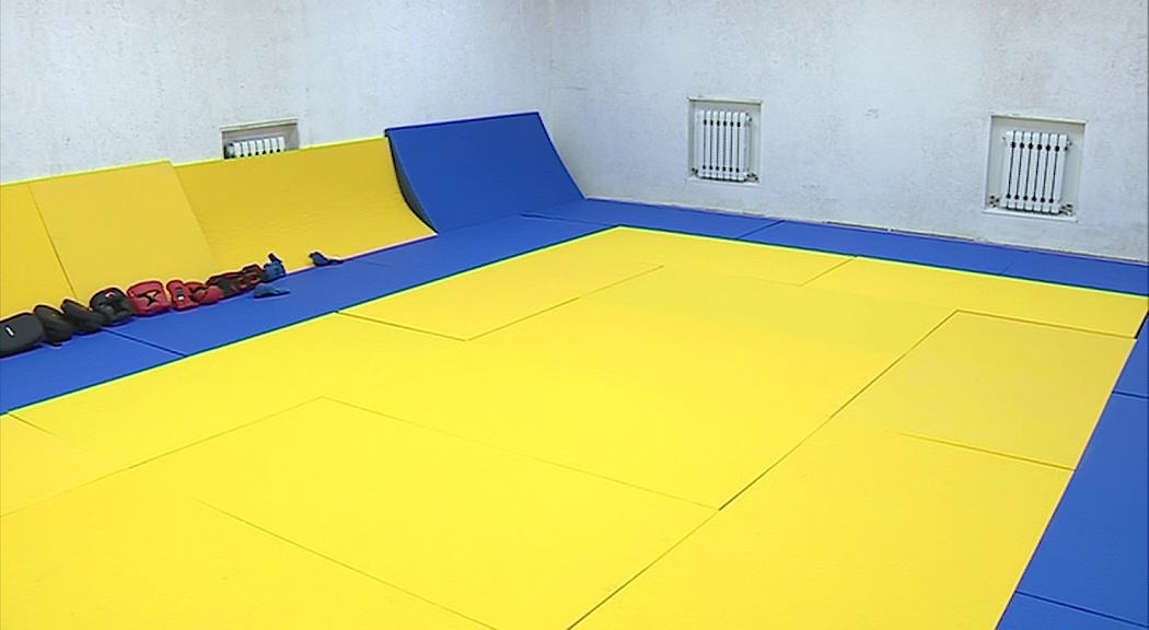 В Петровском на базе цокольного этажа жилого дома открылся новый спортзал