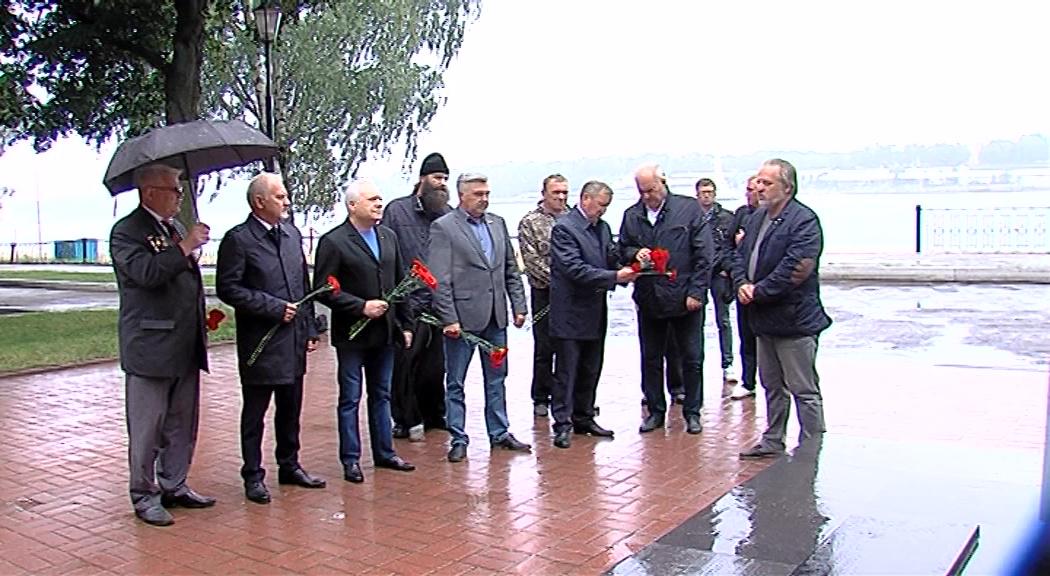 В Ярославле прошла гражданская панихида по погибшим в Баренцевом море подводникам