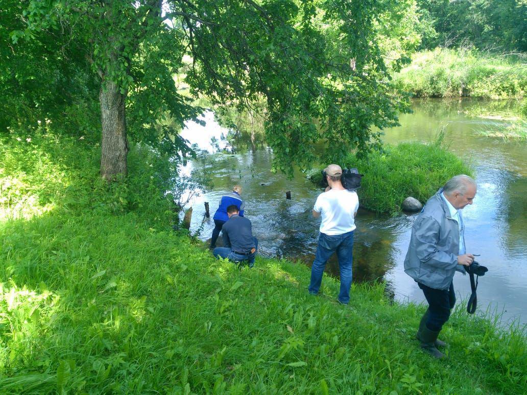 Специалисты взяли пробы воды в реке Улейме и колодцах в деревне Селиваново