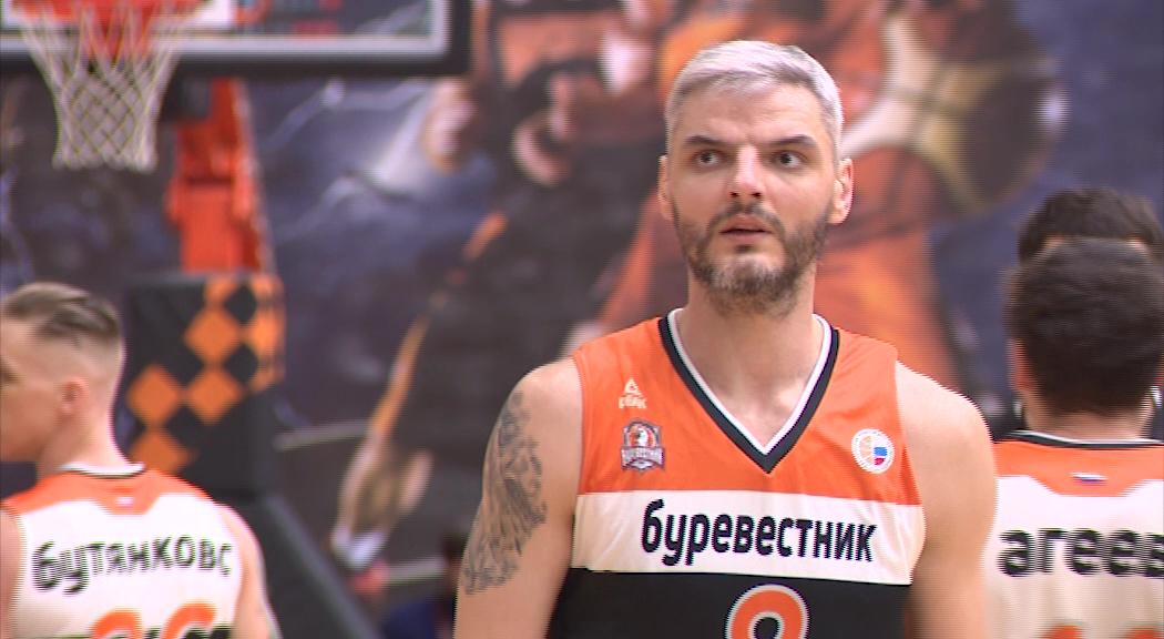 Центровой «Буревестника» Владимир Белов остается в команде