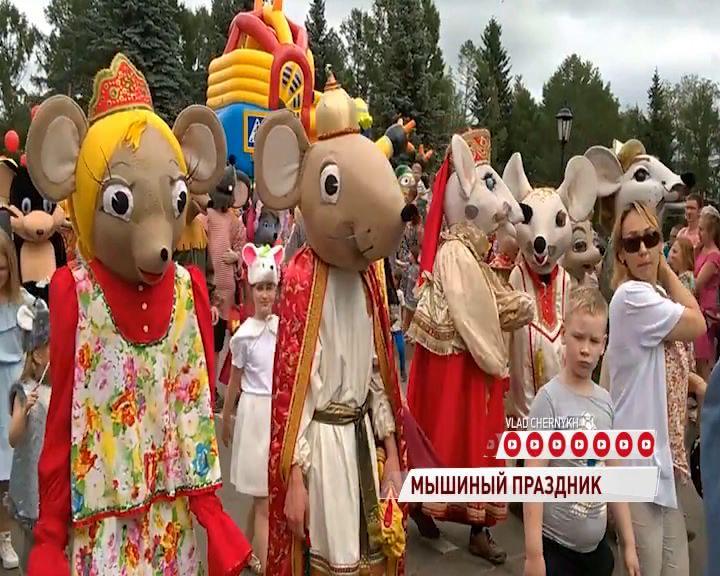 В День города в Мышкине прошли котомышиные бои с сыром и колбасой