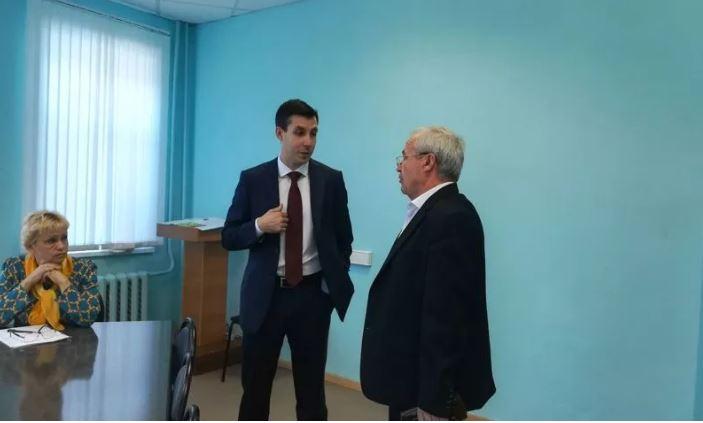 Глава департамента здравоохранения лично встретился с жителями региона