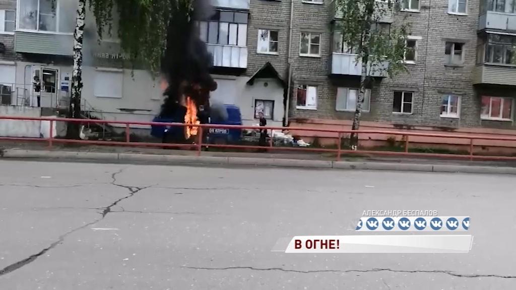 Не довез: в Рыбинске загорелся автомобиль «Почты России»