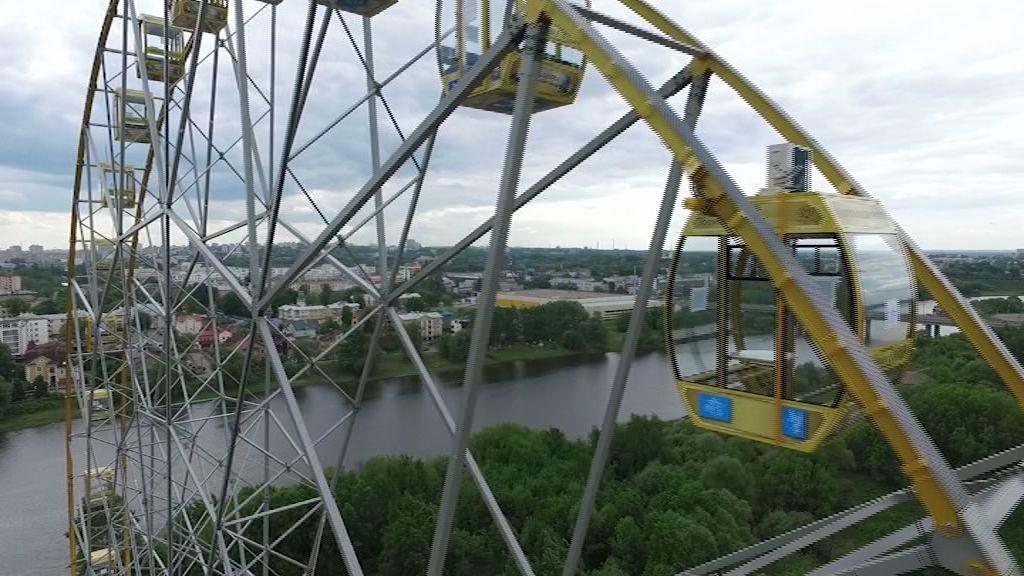 Из-за ливня ярославское колесо обозрения закрутилось в другую сторону