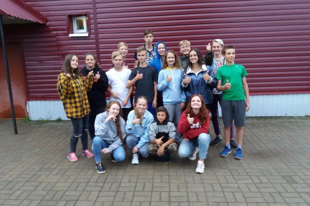 В Мышкине соцобъекты приводит в порядок международная молодежная бригада