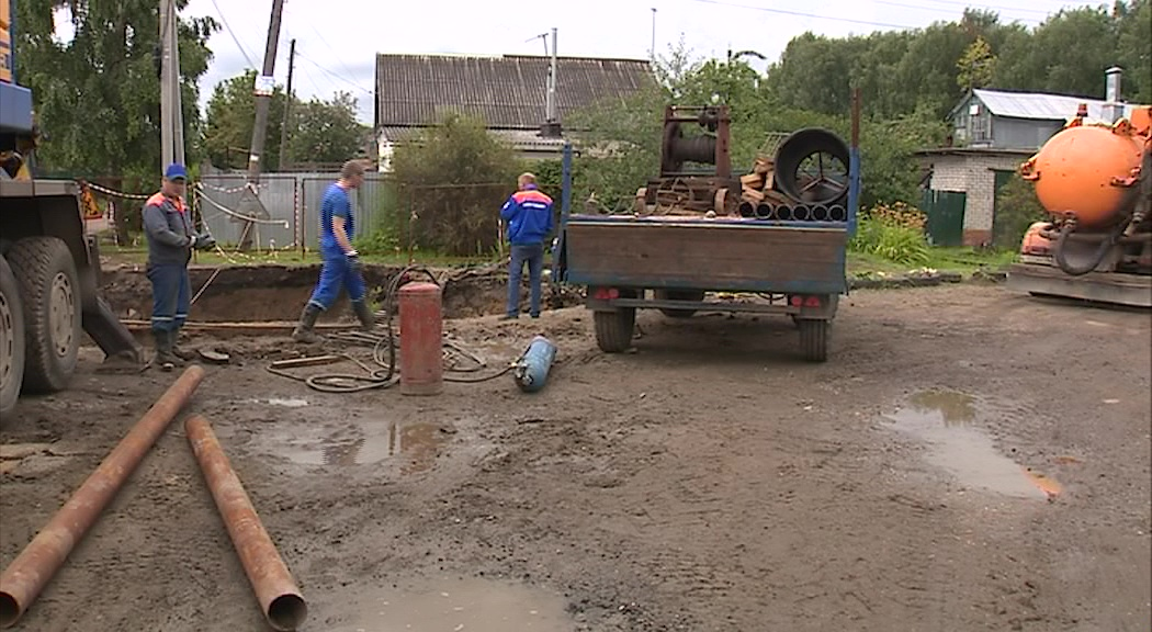 Во Фрунзенском районе лопнул канализационный коллектор