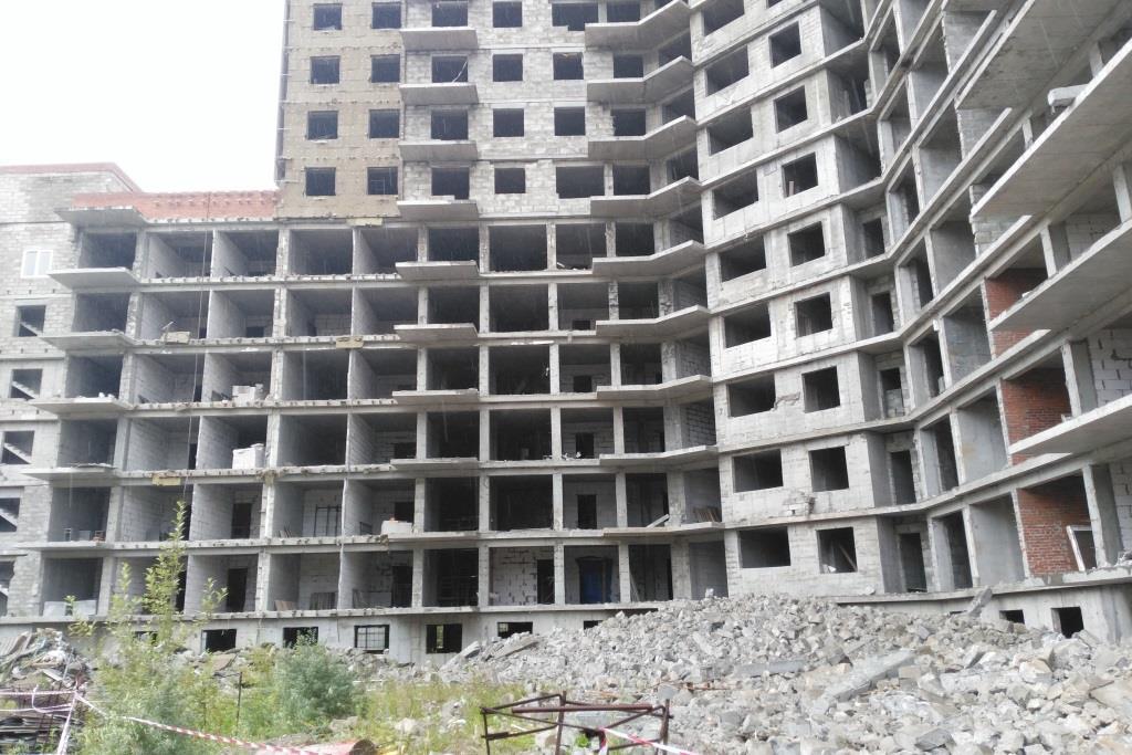 Строительство проблемного дома на Фрунзе завершится к концу 2021 года