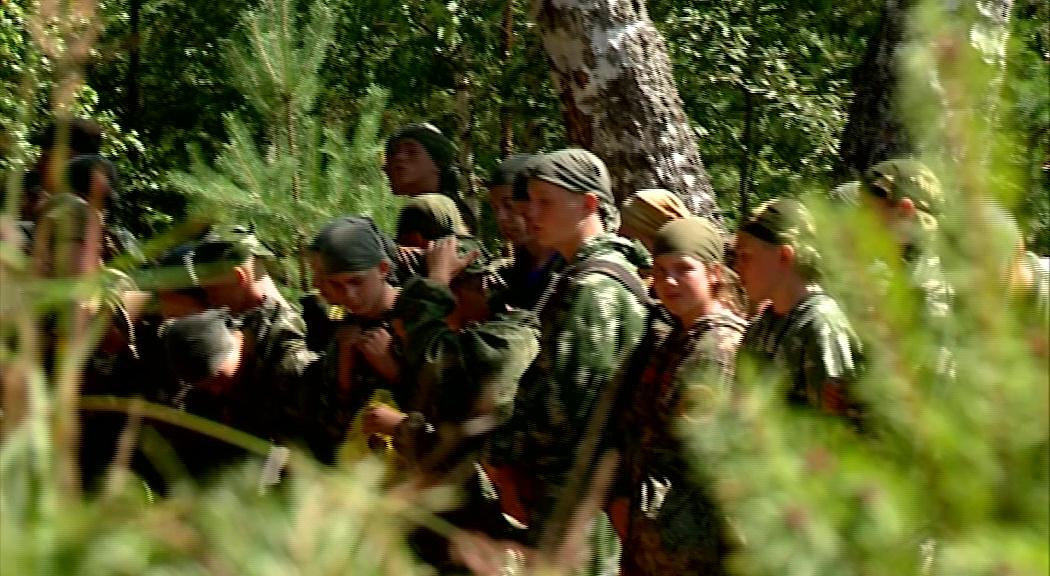 Отдых под БТР: школьники региона проводят каникулы в лагере с военной подготовкой