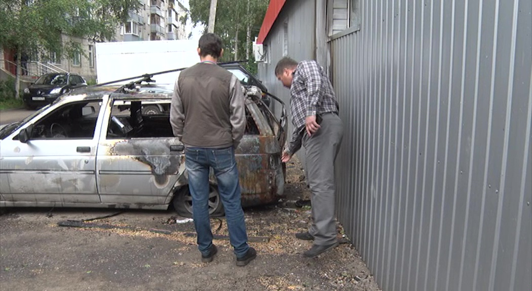 Сотрудник рыбинского коллекторского агентства обвиняет должников в угрозах и поджоге его авто