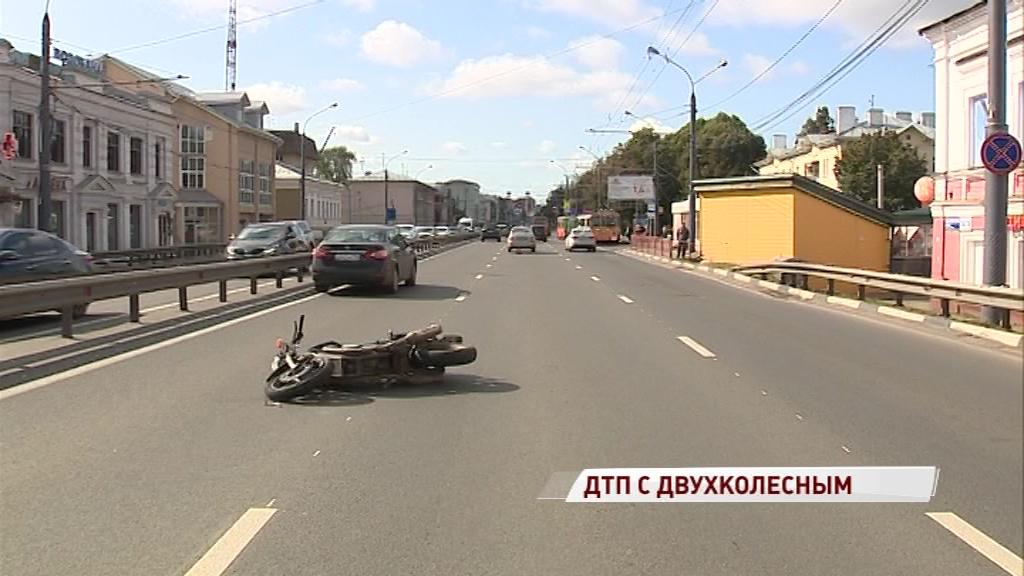 В тройном ДТП на Московском проспекте пострадал мотоциклист