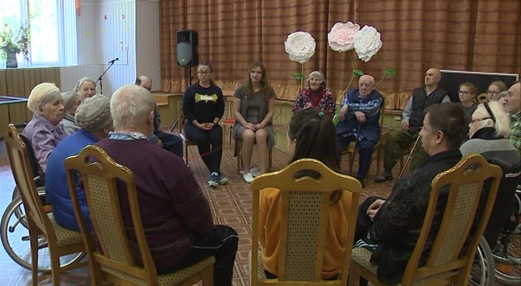 Подростки-волонтеры провели психологический тренинг для ветеранов войны и труда