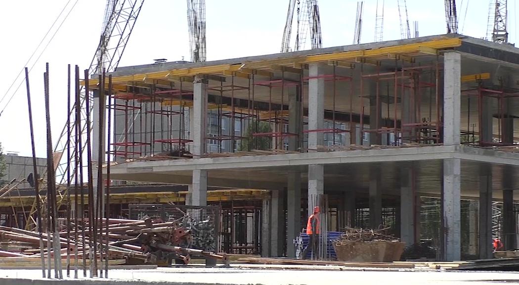 На улице Тракторной в Рыбинске продолжается строительство новой школы