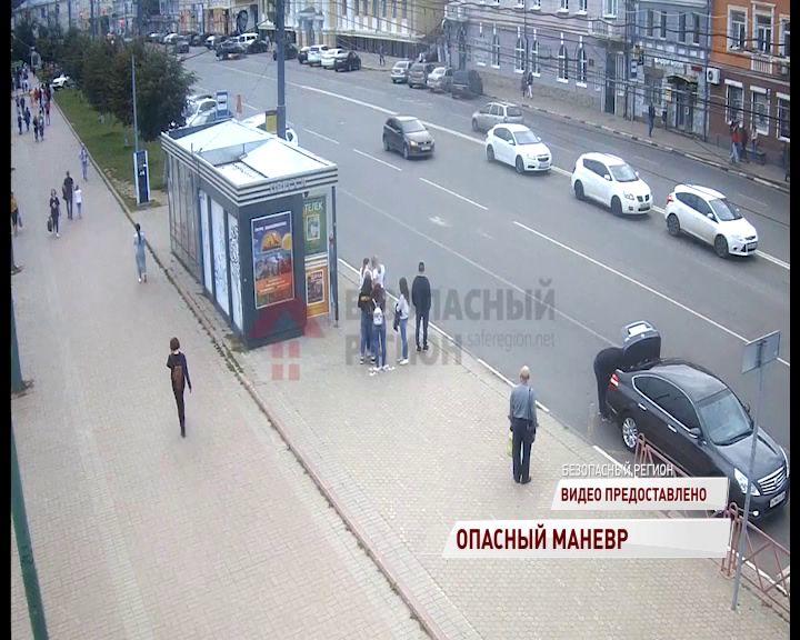В Ярославле мотоциклист влетел под внедорожник