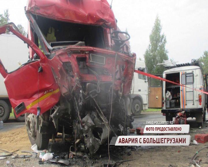 В Переславском районе лоб в лоб столкнулись два большегруза: есть погибший