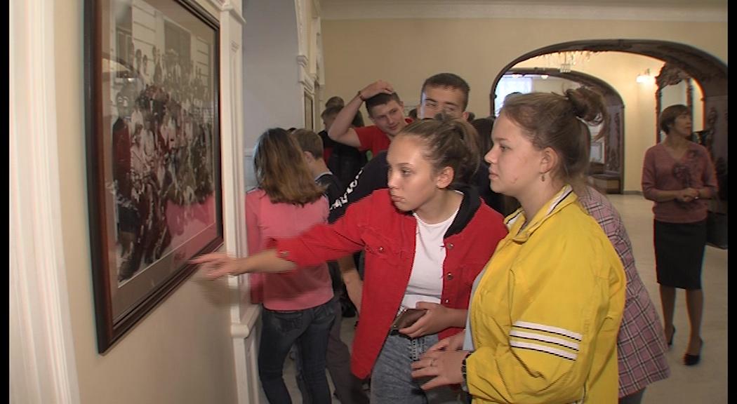 Школьники из затопленного Тулуна прогулялись по Волковскому театру